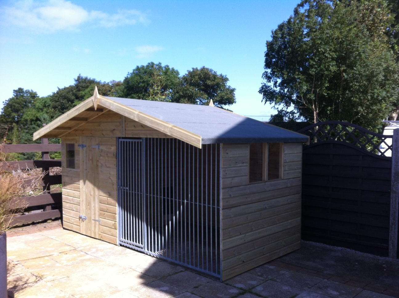 The Chesterfield - Chalet Dog Kennel